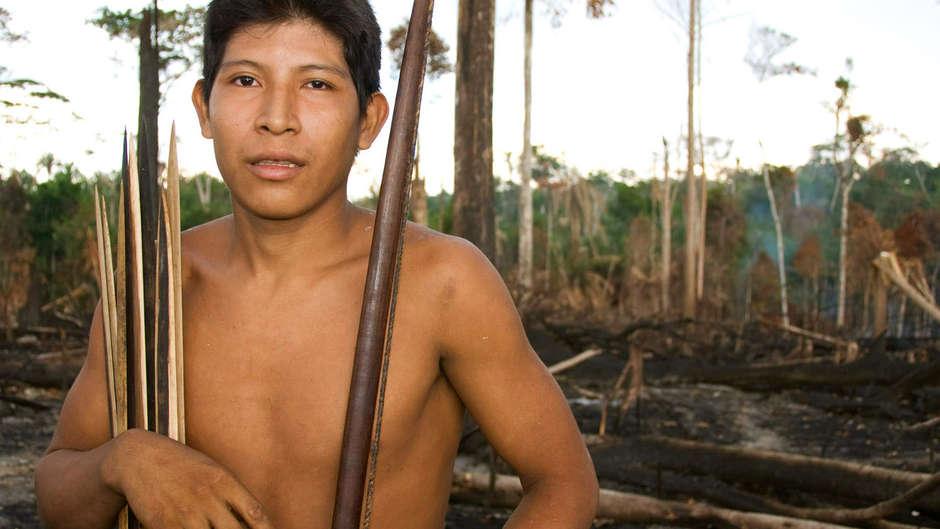 """Líderes indígenas califican los incendios de la Amazonia como """"una plaga"""" aterradora"""