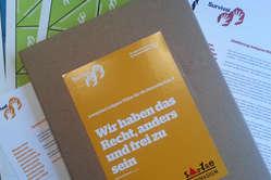 Das Lernpaket für die Sekundarstufe II erläutet das Thema indigene Völker und motiviert dazu, sich kreativ und engagiert für ihre Menschenrechte einzusetzen.