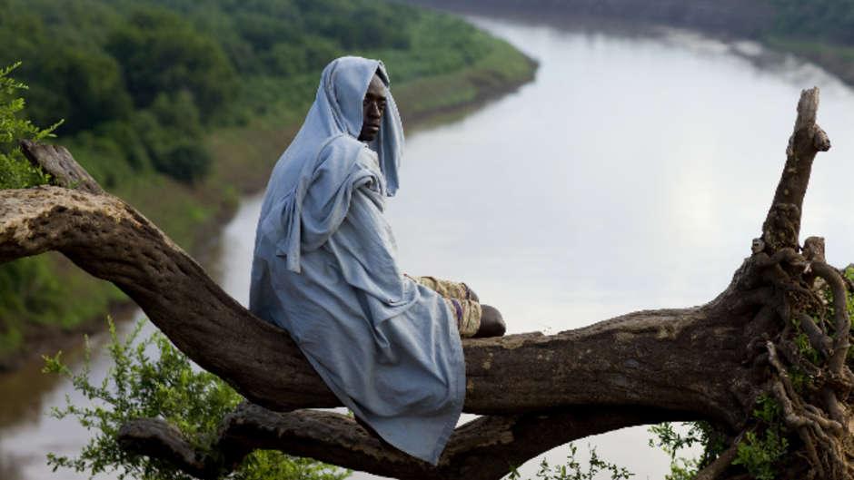 Tribos na África, na Ásia e nas Américas são ameaçadas por usinas hidrelétricas