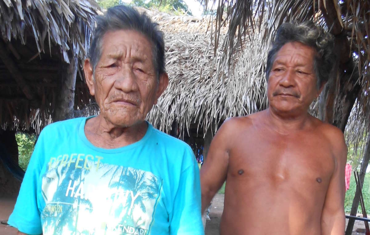 José Dias Guajajara (à droite) est lun des hommes guajajara tués à la fin de lannée 2016.