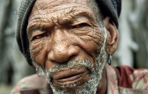 Molathwe Mokalake, un Bushman, à New Xade, Botswana.