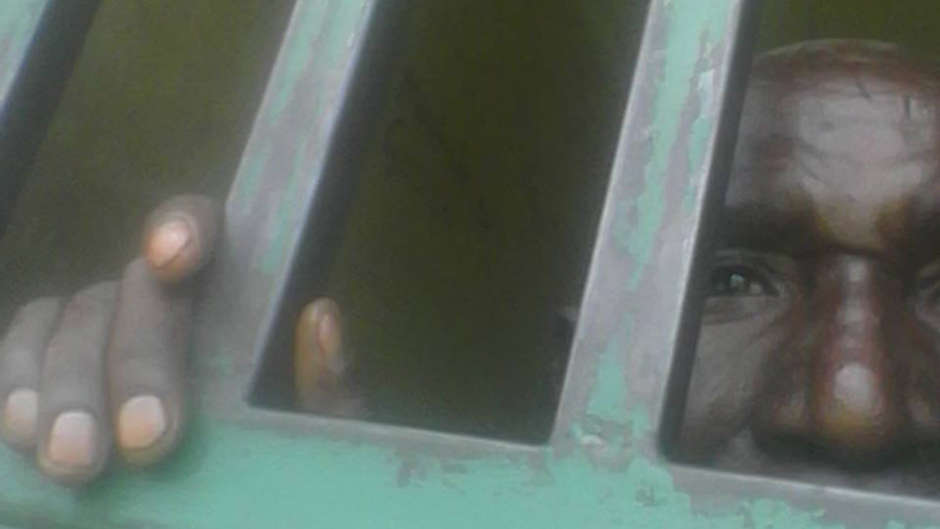 Un uomo batwa ha scontato la sua pena per aver cacciato un antilope e descrive l'esperienza terribile in prigione