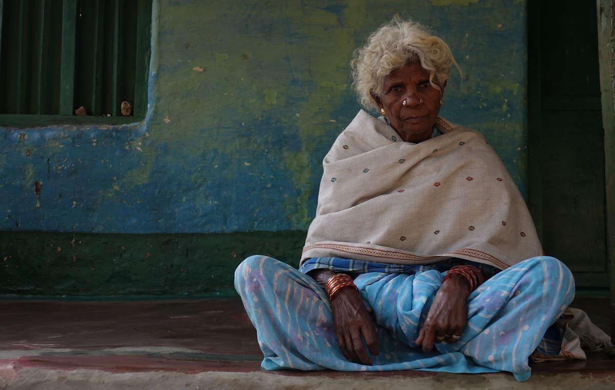 Mujer tribal soliga, India. Los soligas mantienen una relación muy profunda con su entorno natural y veneran al tigre