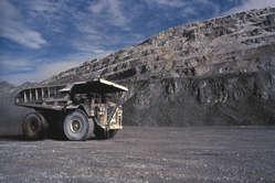 Les mines à ciel ouvert comme celle-ci en Papouasie occidentale ont dévasté les communautés indigènes locales.