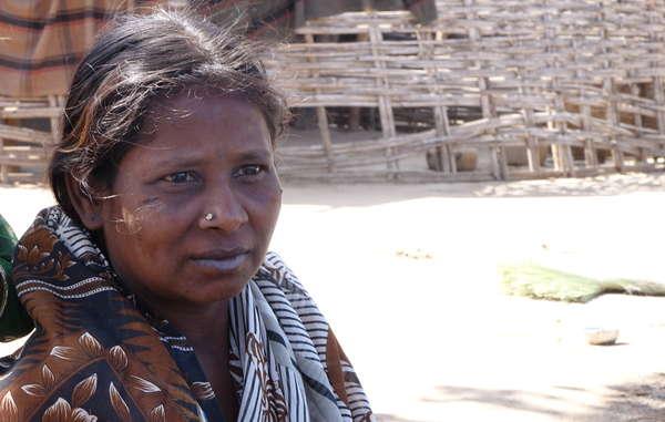 Mulher Chenchu da reserva de tigres Amrabad. Para os Chenchu, ser um povo da floresta é uma parte essencial de sua identidade e orgulho.