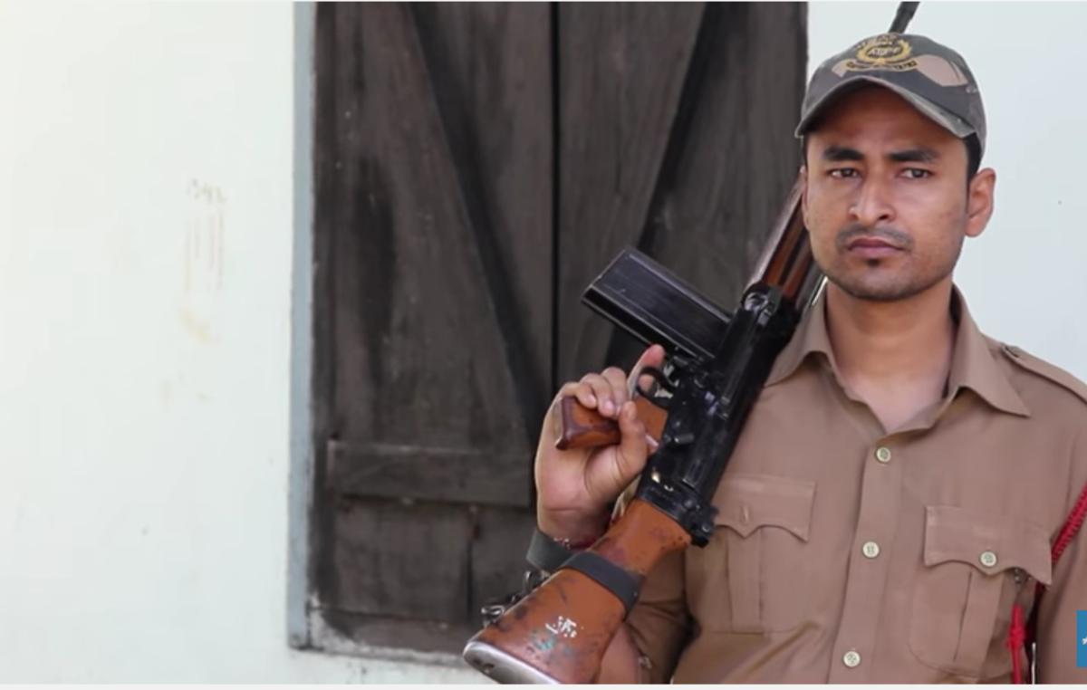 Parkwächter im Kaziranga-Nationalpark sind bewaffnet und genießen effektive Immunität vor Strafverfolgung.