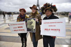 La comédienne Agnès Soral soutient la lutte des Indiens d'Amazonie
