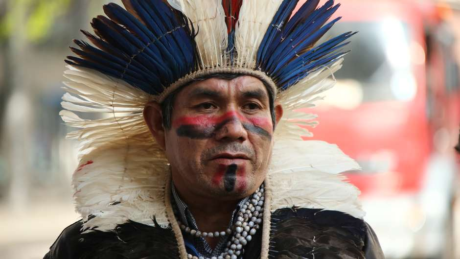 Protesto liderado por líder Guarani e pela Survival International contra o extermínio de sua tribo