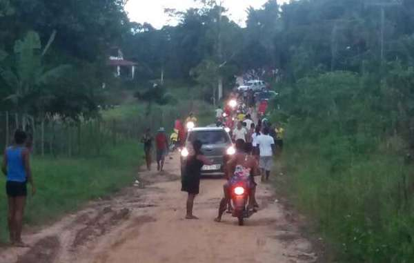 This cellphone photo shows the ranchers on their way to attack the Gamela. A police car accompanies them.