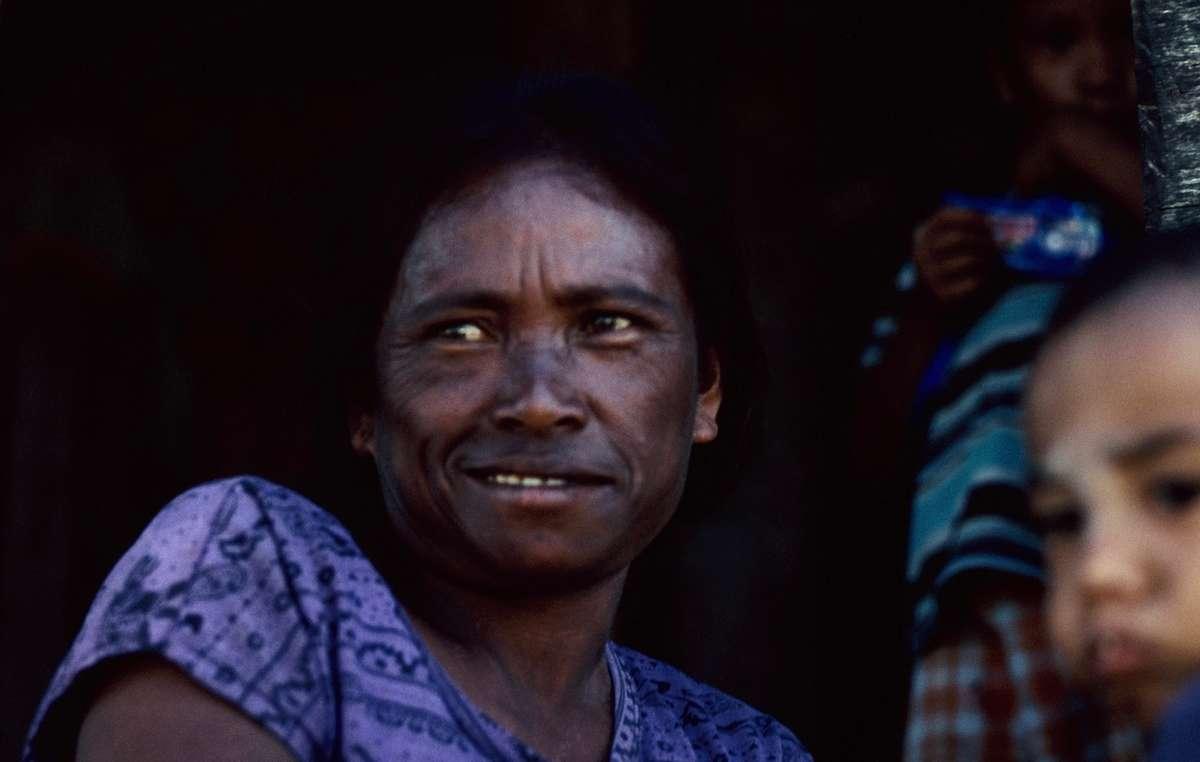 Eine Angehörige der Moken auf Lampi Island, Myanmar.