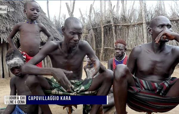 I Kara (o Karo), contano circa 1000-1500 persone e vivono lungo le rive orientali del fiume Omo, nell'Etiopia meridionale.