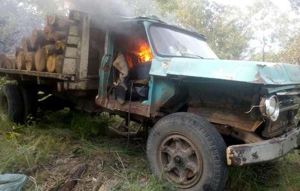 Les Gardiens de lAmazonie ont récemment détruit un camion de déforestation quils avaient découvert sur leur territoire.