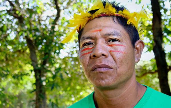Genito Guarani, ein Anführer der Guaviry-Gemeinde im Bundesstaat Mato Grosso do Sul im Süden Brasiliens. Das Land der Guarani wurde aus Profitgier gestohlen. Sie kämpfen mutig, um es zurückzubekommen.