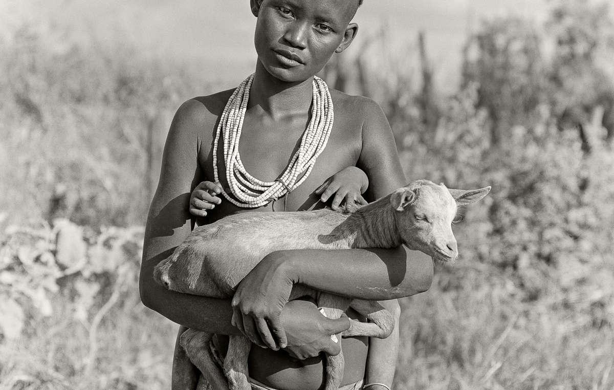 La fotografa americana Jane Baldwin ha raccolto le storie delle donne della valle dellOmo e del lago Turkana in dieci anni di viaggi.