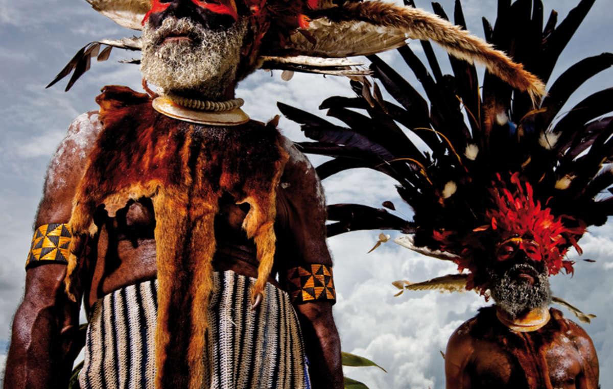 Anziani Mindima, Nuova Guinea, 2008. Calendario 2019 di Survival, Ottobre.