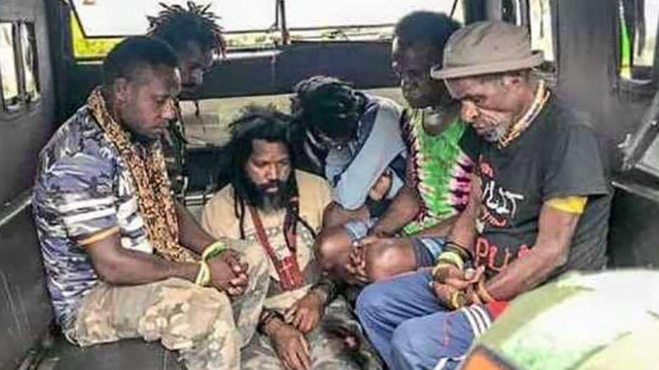 Massenverhaftungen in West-Papua weil Menschen Unterstützung für UN-Treffen zeigen wollen