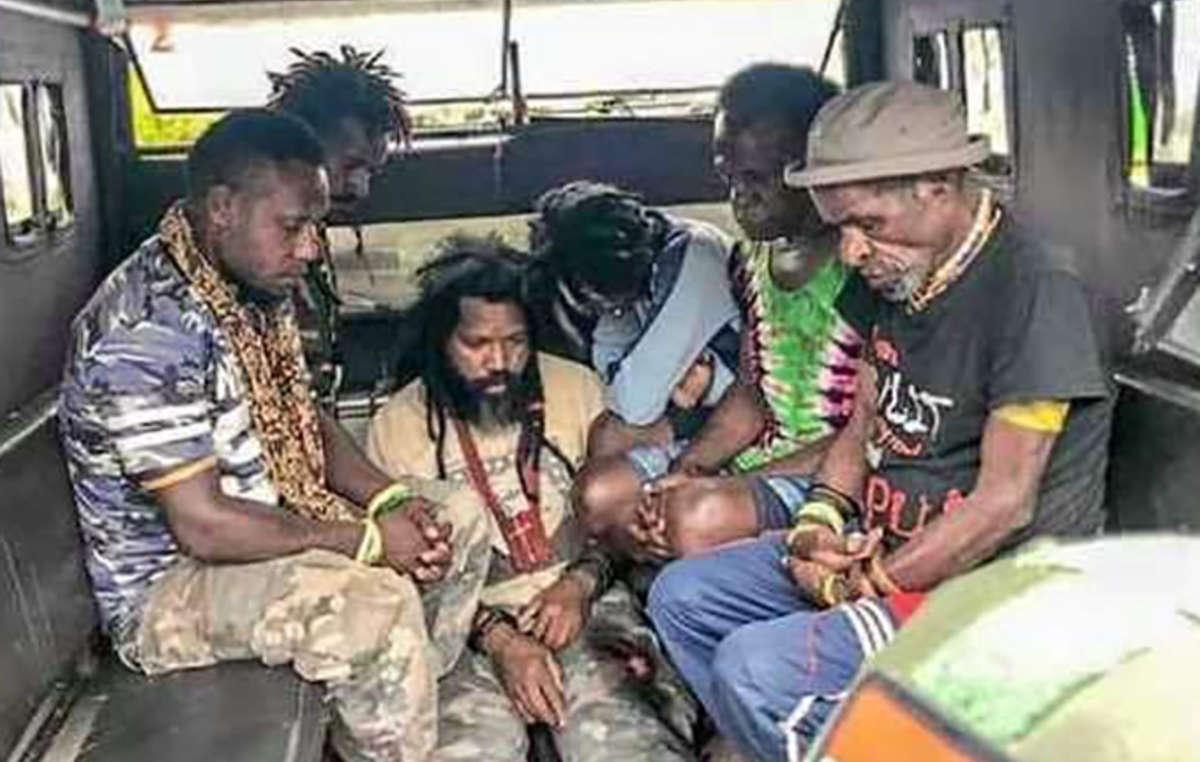 Papúes occidentales detenidos por apoyar pacíficamente la declaración de Vanuatu en la ONU.