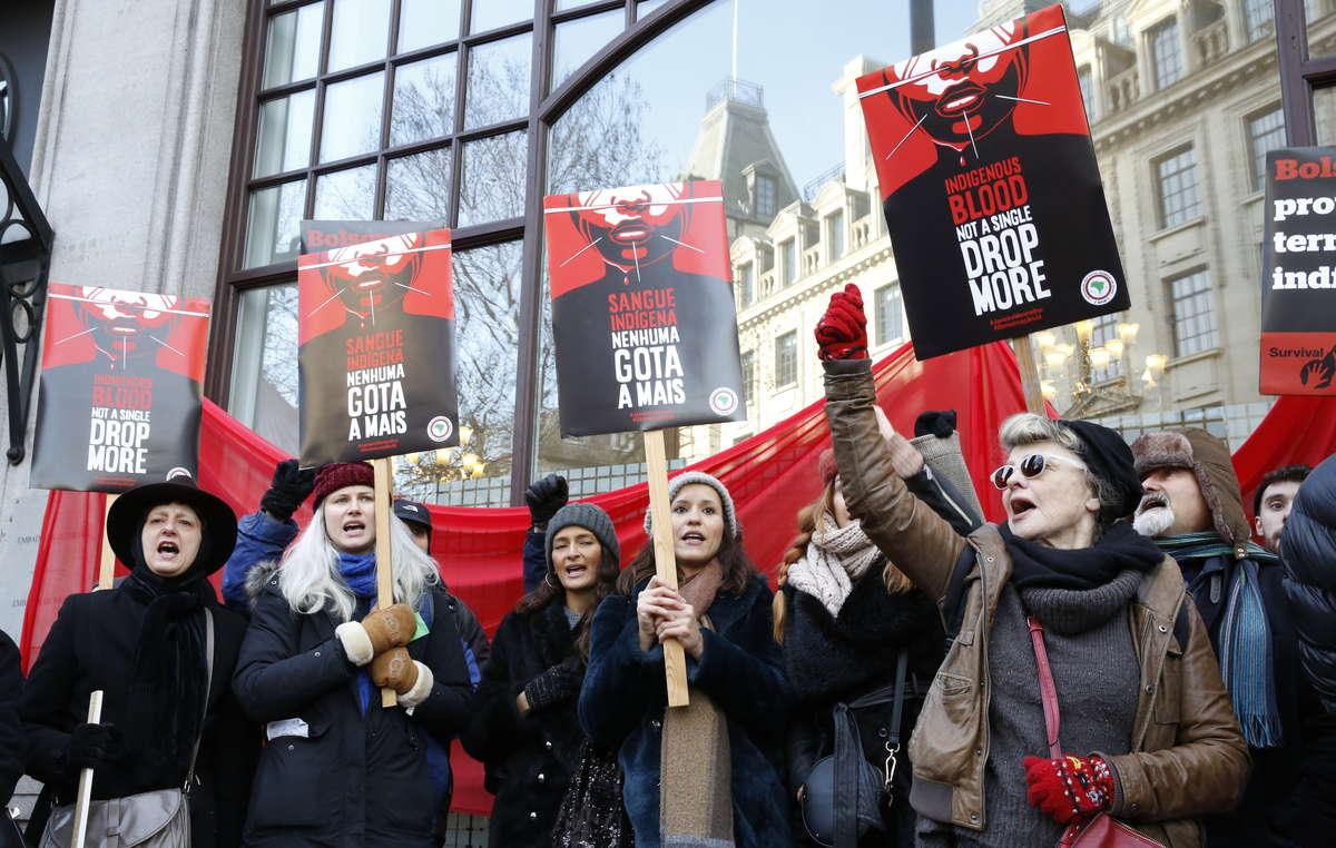 Manifestanti a Londra. Anche il Premio Oscar Julie Christie si è unita alle proteste.