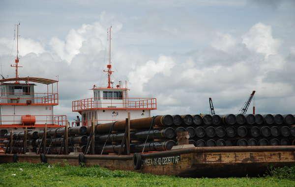 Les barges pétrolières sont nombreuses sur les rivières du nord du Pérou