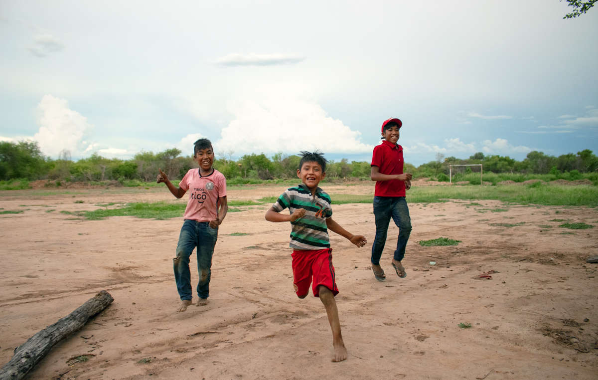 Ayoreo children Edison, Hugo and Eber play in Totobiegosode community of Arocojnadi. 2019.