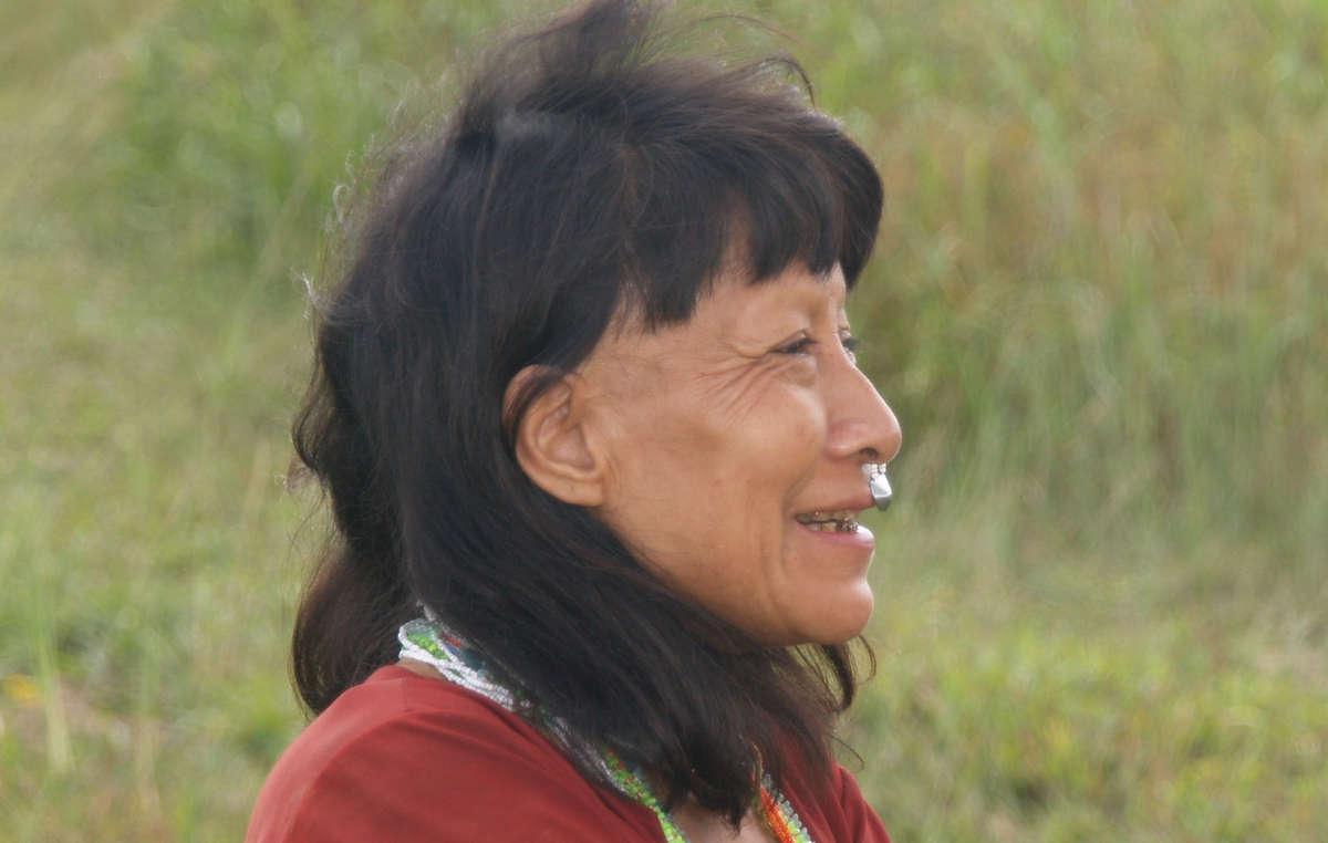 Mujer murunahua que vive cerca de la reserva para los indígenas aislados.