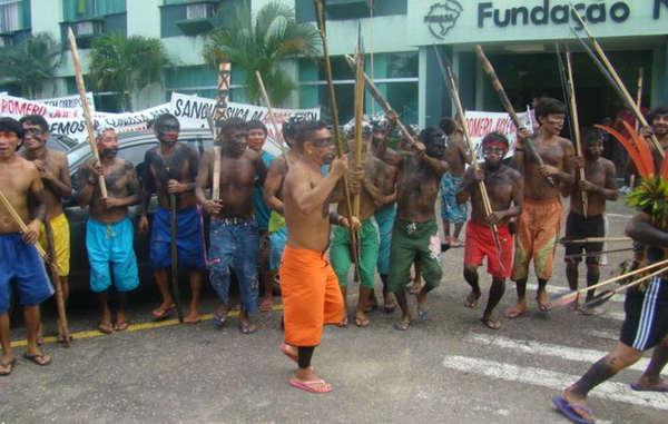 Artesanato Halloween Eva ~  u00cdndios Yanomami apreendem avi u00e3o em protesto por saúde Survival International