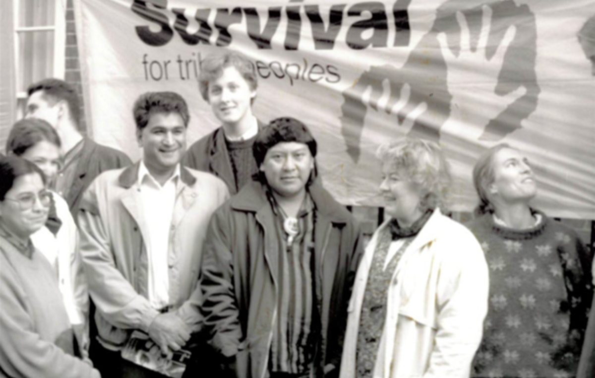 Davi e Survival International protestano a Londra negli anni '90.