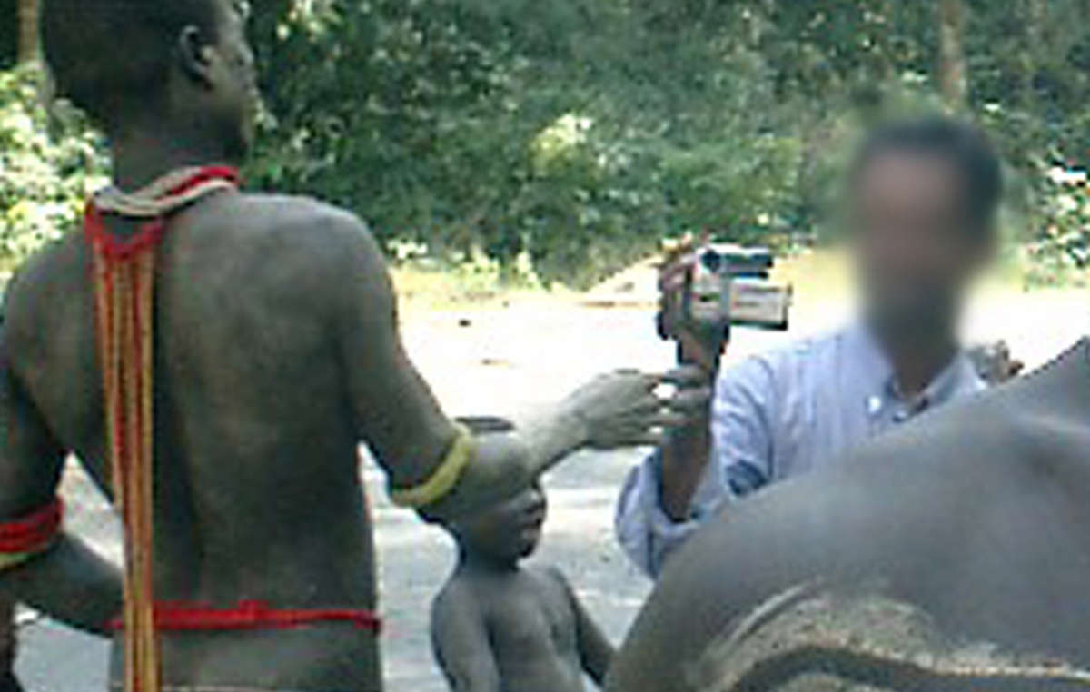 Tourist films Jarawa on the Andaman Trunk Road