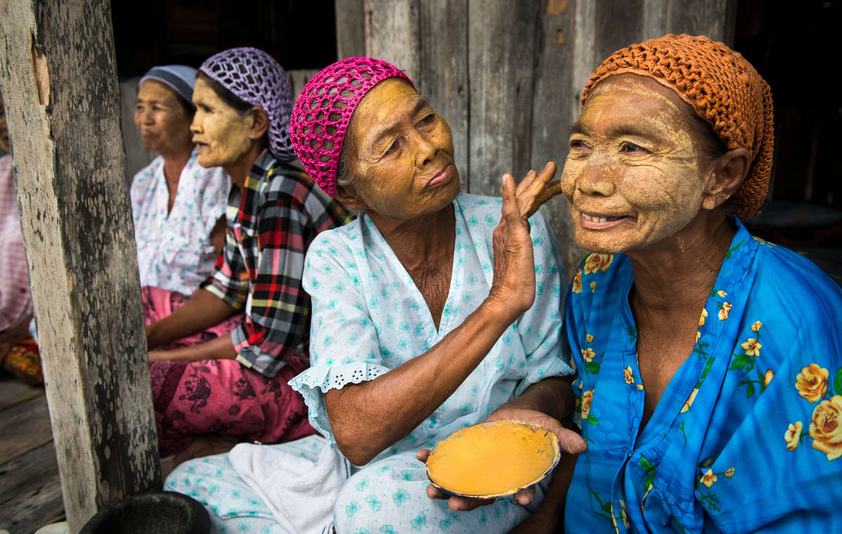 Sama-Bajau women, Philippines, 2015. Note: he has given us permission to use this in our own work, free of charge.