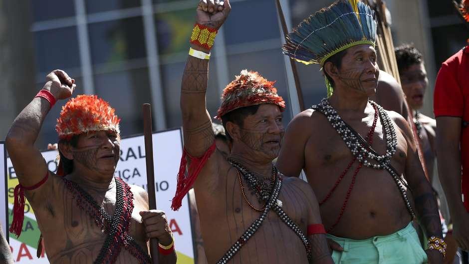 Líderes e representantes do povo Munduruku denunciaram a atuação de garimpeiros ilegais em seu território na Amazônia.