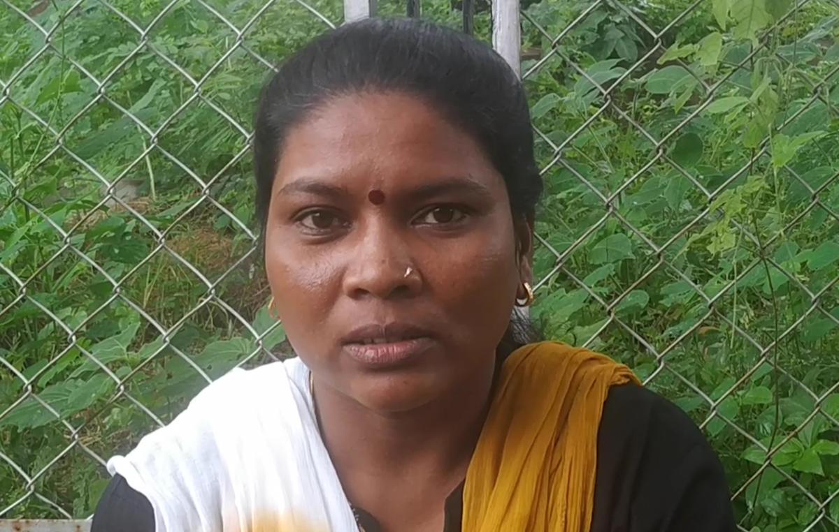 La hija de Jyotsna fue drogada y violada repetidamente en una Escuela Fábrica en Maharashtra, en 2019 © Survival