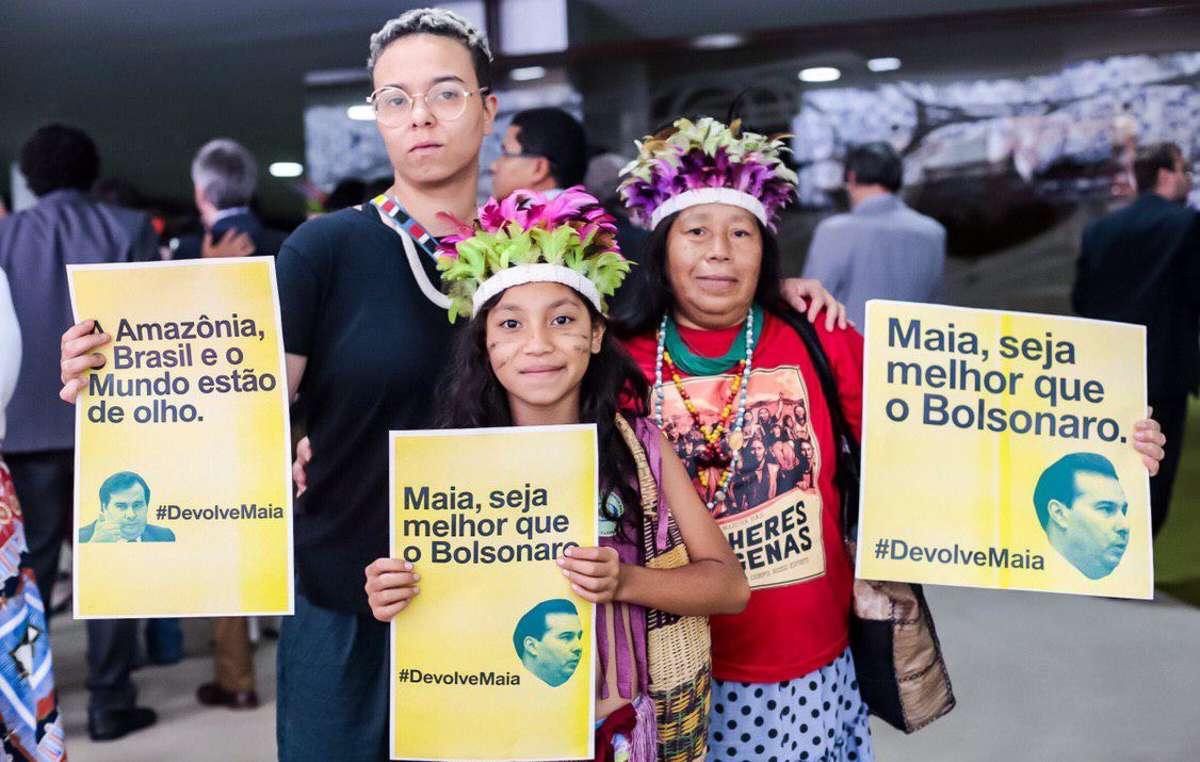 Indígenas protestan contra el proyecto de explotación de sus tierras.