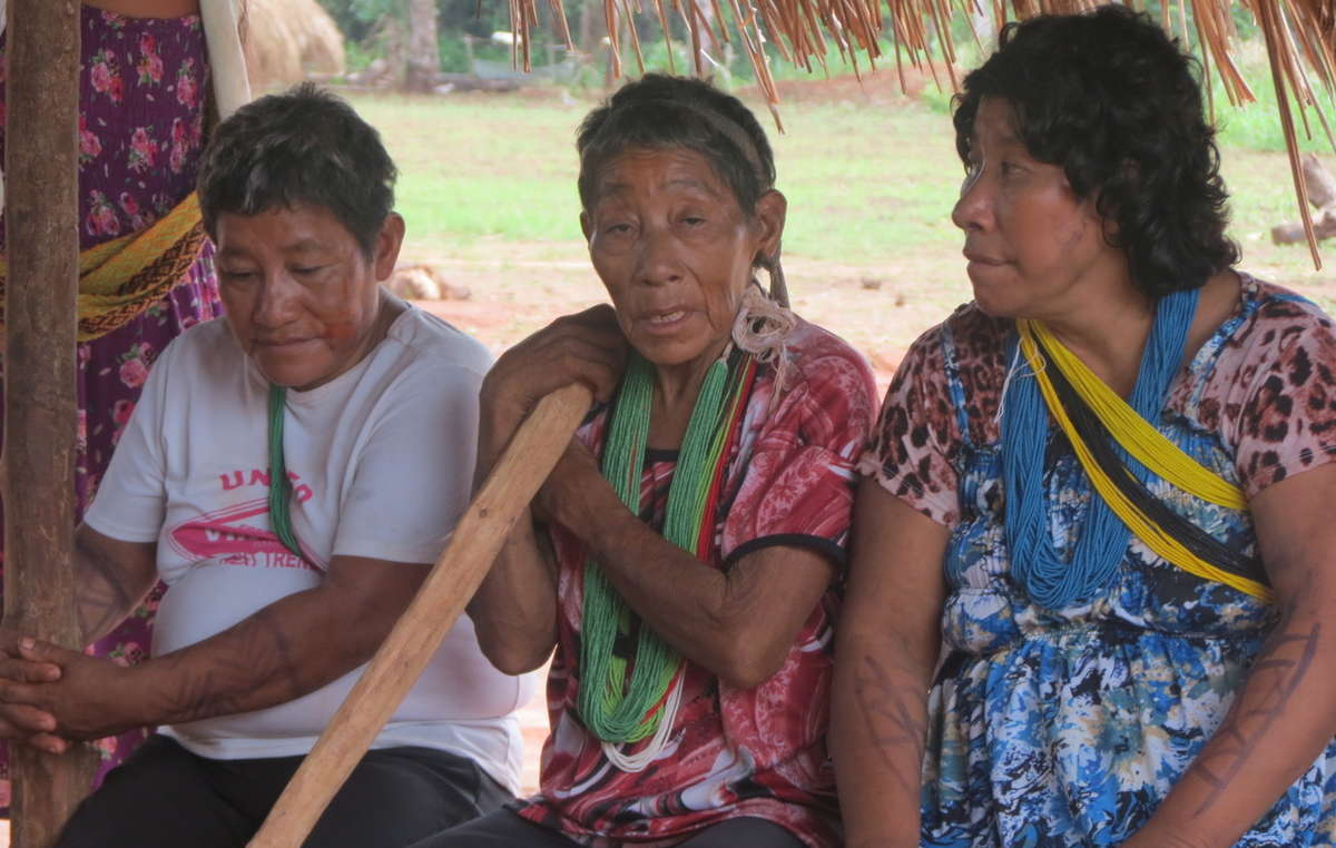 Tatjig, Iogo and Typu Arara. Iogo, the oldest woman of the community, sits at the center.