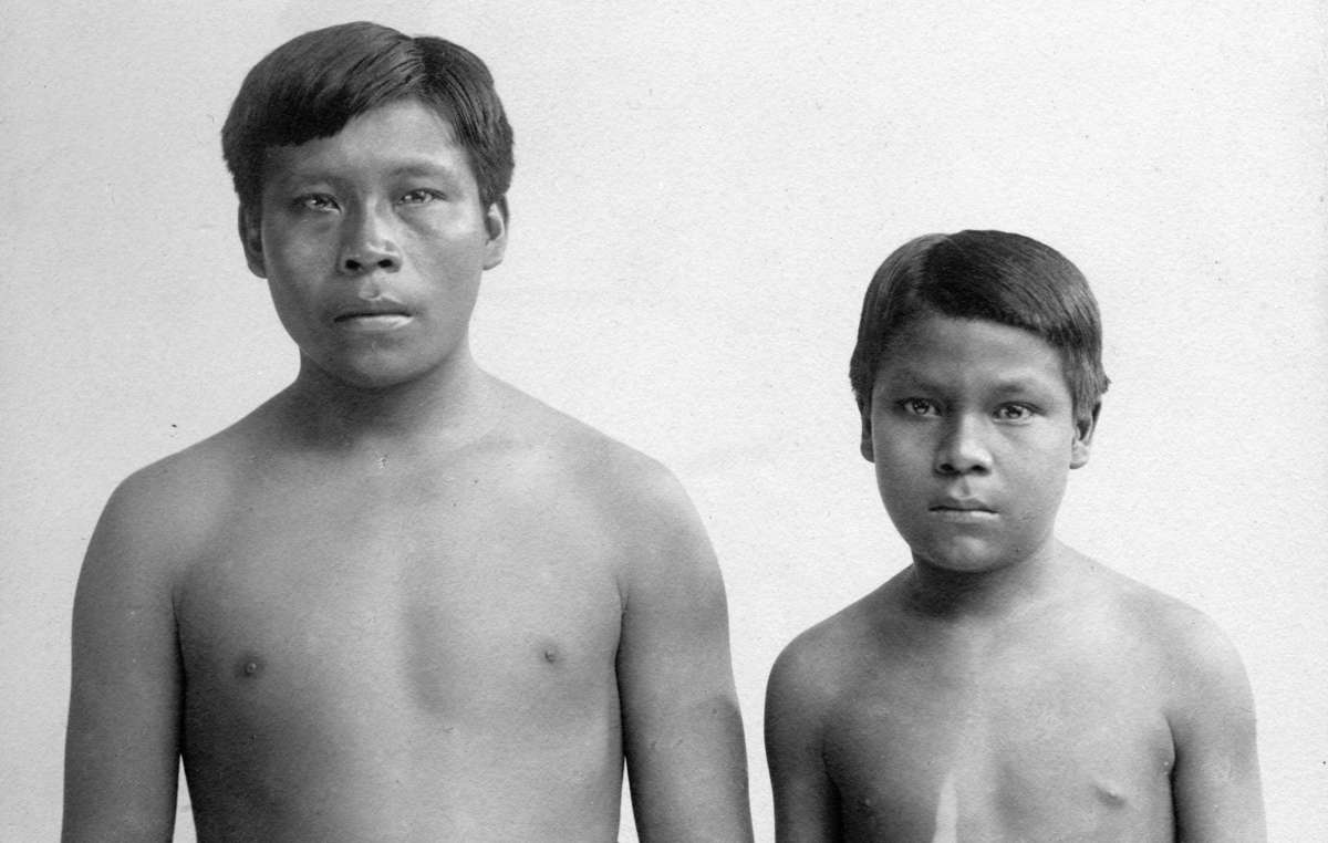Die zwei Witoto Sklaven Omarino und Ricudo wurden 1911 nach Großbritannien gebracht.