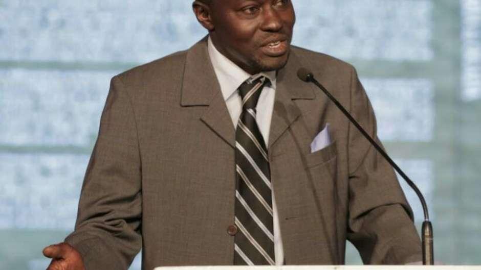 Mordecai Ogada, écologiste kenyan et consultant de Survival International, a été menacé par des gardes armés et accusé de braconnage.
