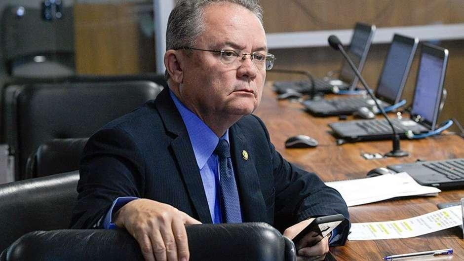 Un Senatore brasiliano sta tramando per aprire il territorio di Ituna Itatá a coloni, allevatori e minatori.