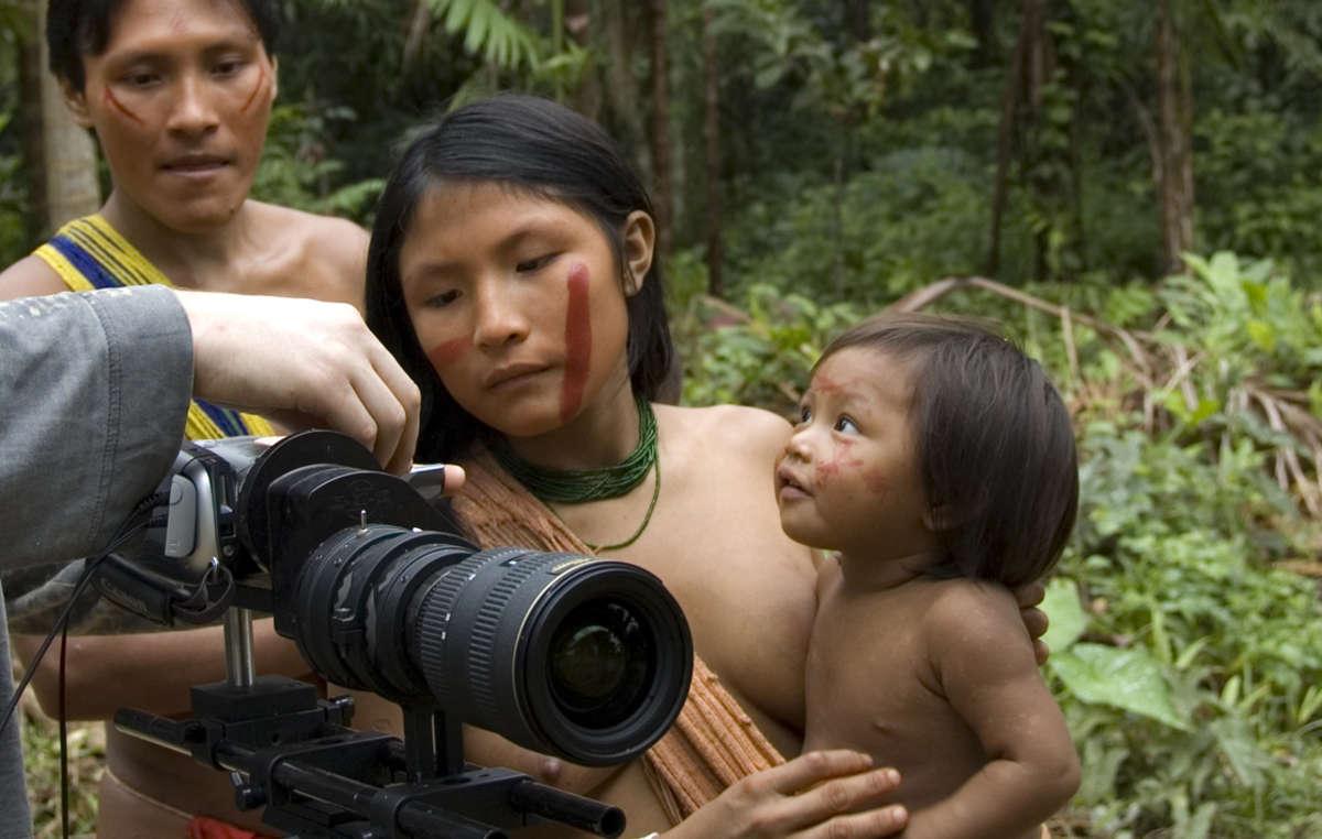 Reisende haben eine wichtige Verantwortung im Umgang mit indigenen Gemeinden. Behandele sie respektvoll und mache zum Beispiel nur Fotos, wenn du sicher bist, dass die Menschen von sich aus damit einverstanden sind.