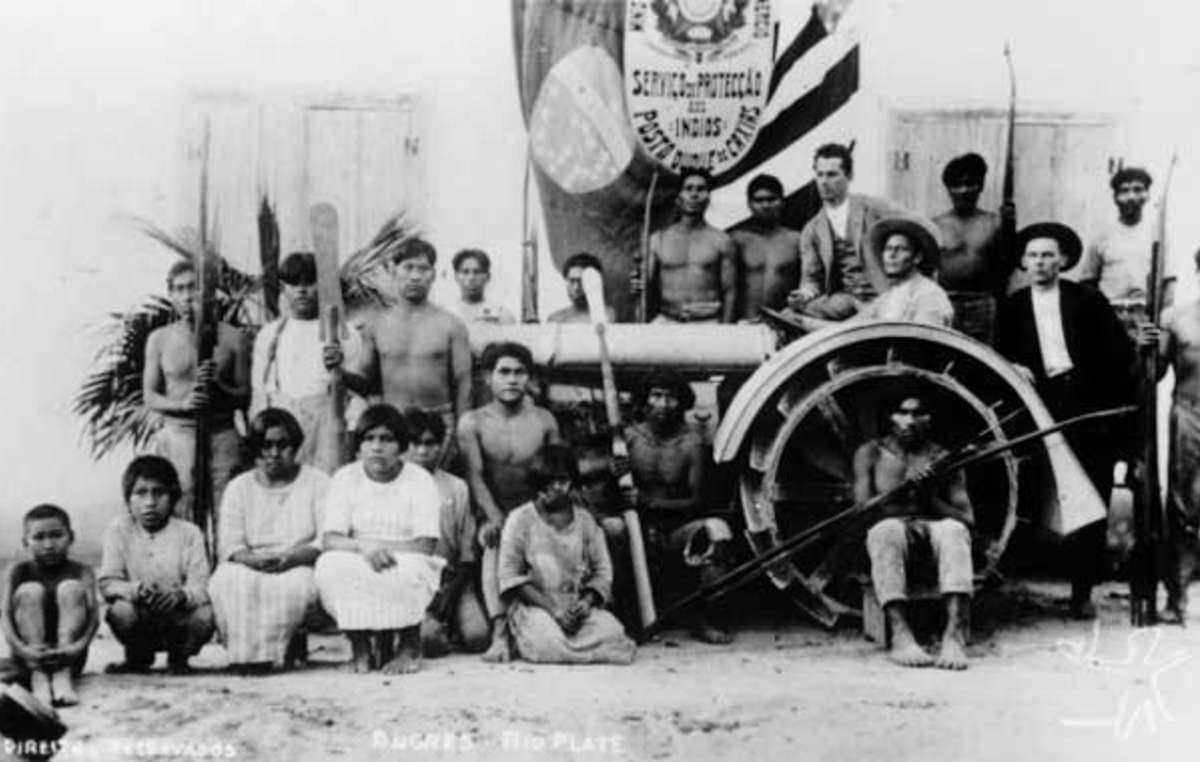 Indígenas Xokleng no posto do Serviço de Proteção ao Índio (SPI). Data desconhecida.