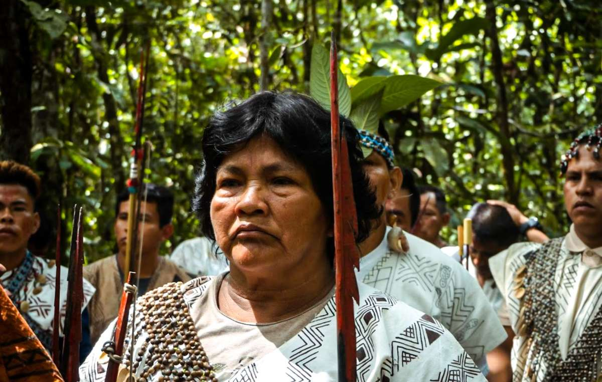 Líderes kakataibos reunidos para enfrentar las amenazas a sus territorios.