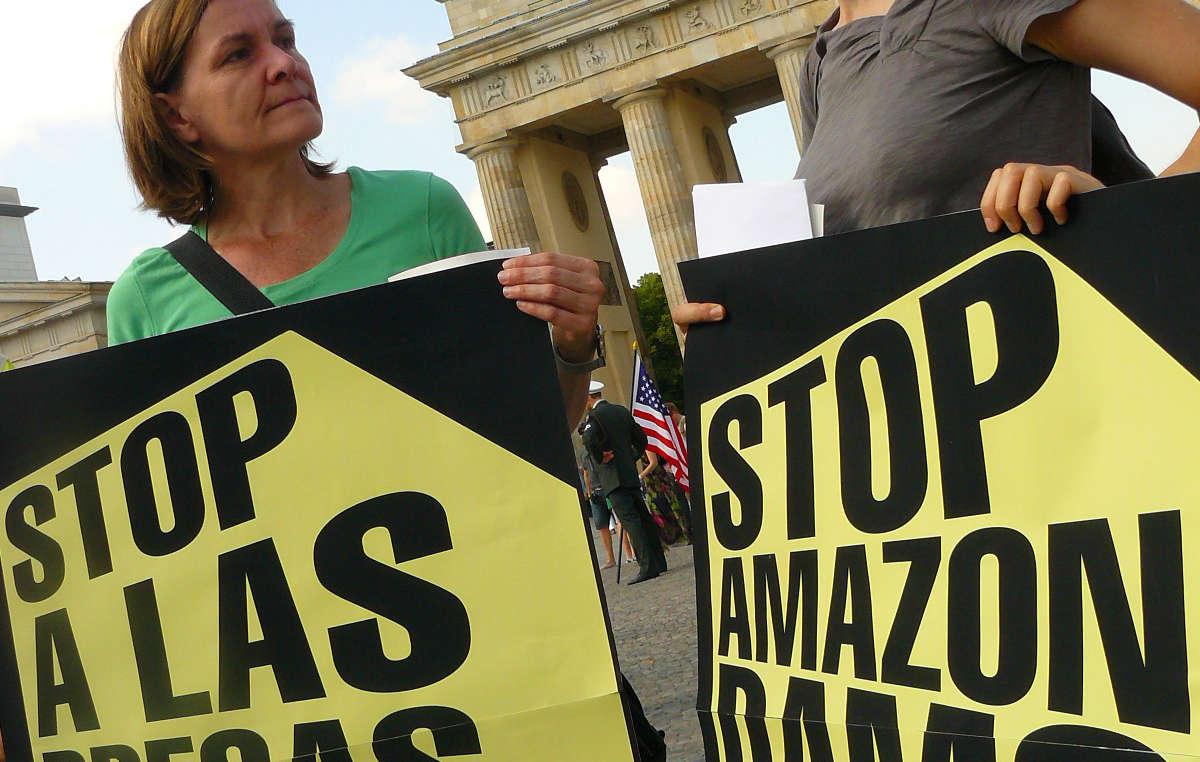 Les manifestants se sont associés aux Indiens d'Amazonie contre le barrage de Belo Monte.