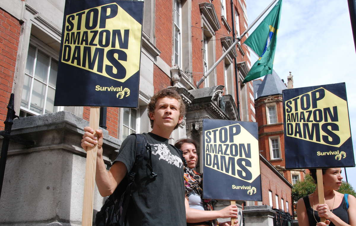 Dozens of people demonstrated against the Belo Monte dam, outside the Brazilian Embassy in London today. The controversial dam project currently under construction on the Xingu river in the Brazilian Amazon threatens the lives of thousands of people, with tribal peoples being the most severely affected as their survival depends entirely upon the rivers and forests.