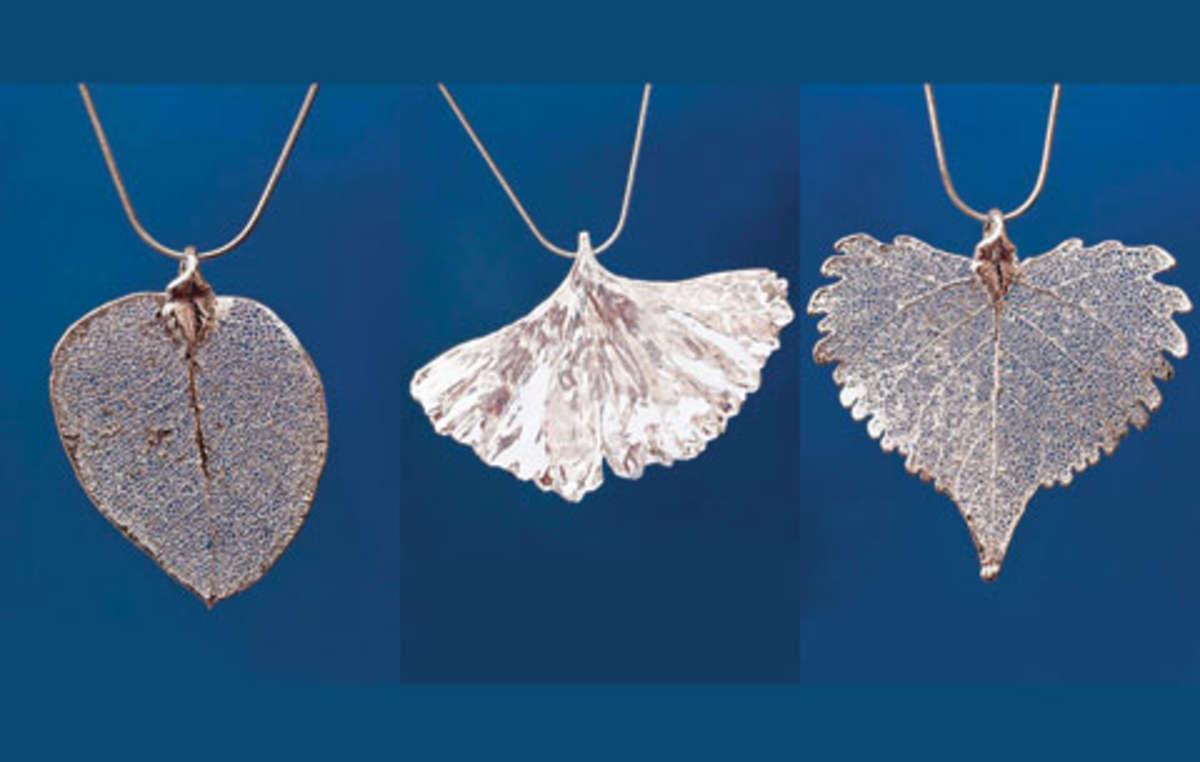 Espléndidas piezas de plata realizadas a partir de hojas de verdad.
