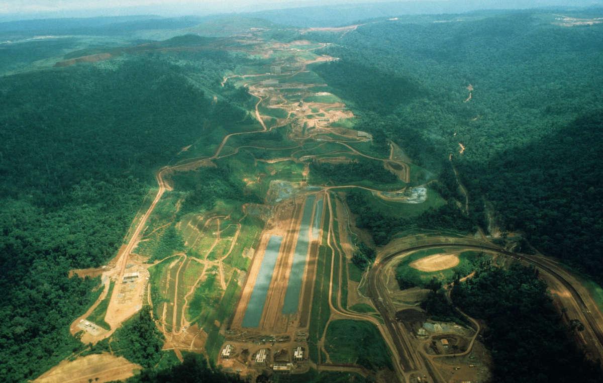 Com o Programa Carajás, começou a migração aos territórios dos Awá no Brasil.