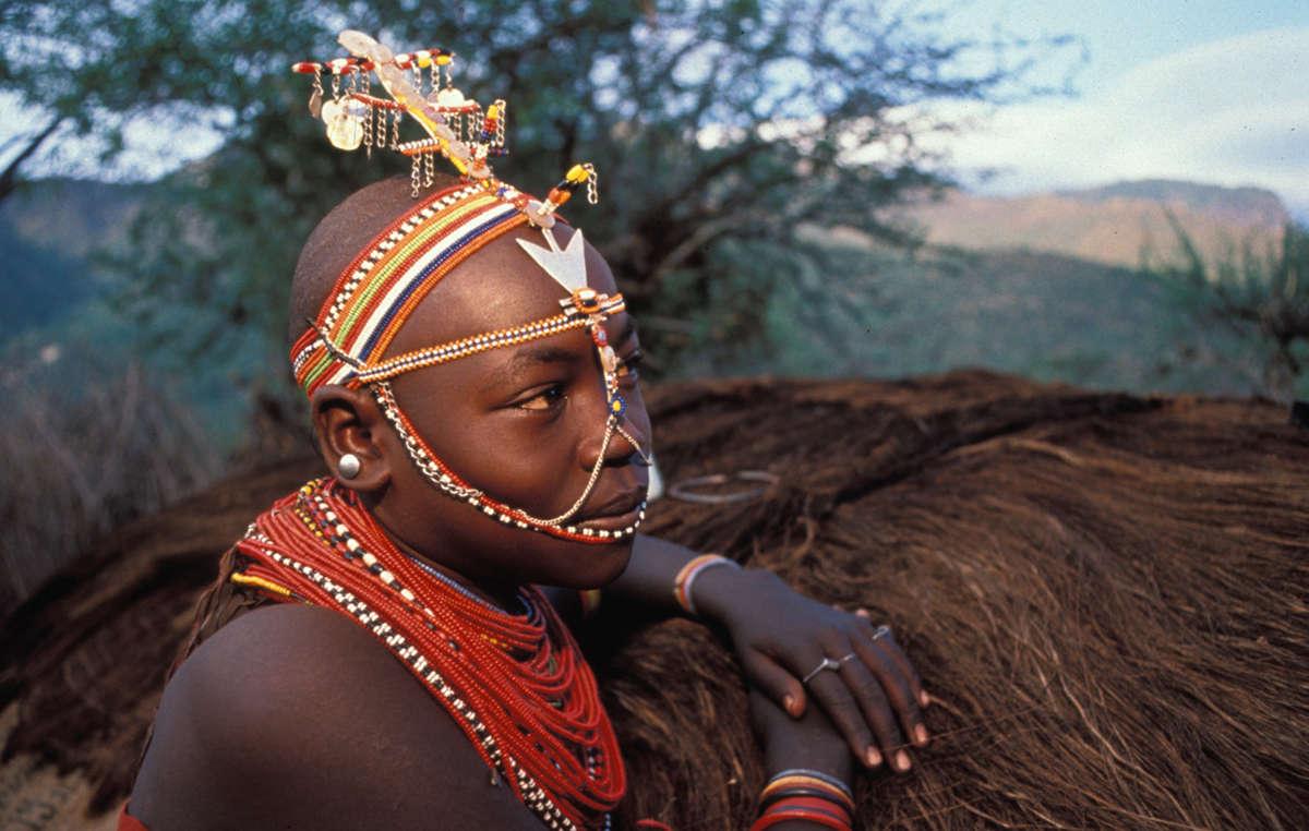 Jeune fille samburu, Kenya.