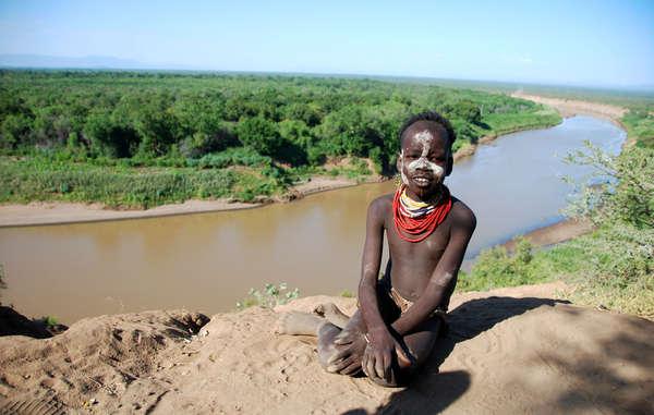 Der Gibe III-Staudamm wird die natürliche Überflutung des Omo-Flusses stoppen, von der die indigenen Völker der Region abhängen.