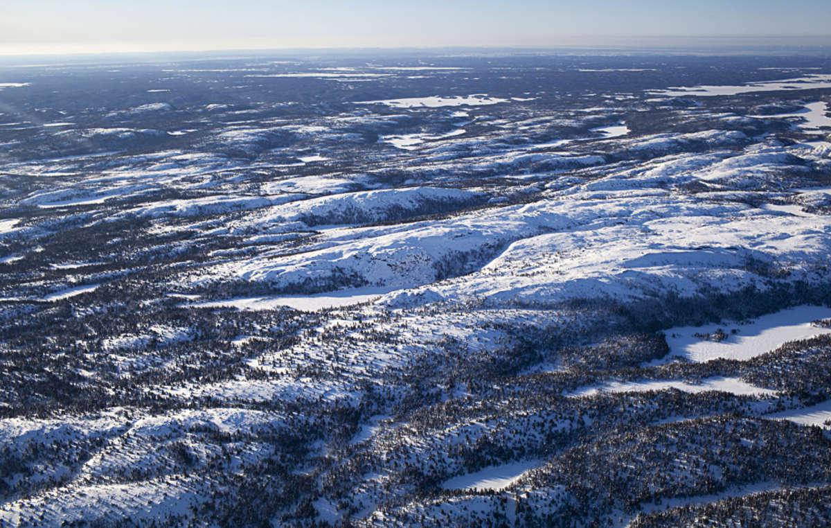 Il y a encore 50 ans, les Innu du Canada étaient des chasseurs-cueilleurs parcourant lintérieur du territoire à la recherche de caribous.