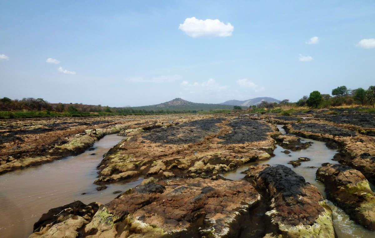 Le deviazioni del fiume Omo compiute per l'irrigazione delle piantagioni stanno prosciugando la vitale fonte d'acqua delle tribù.
