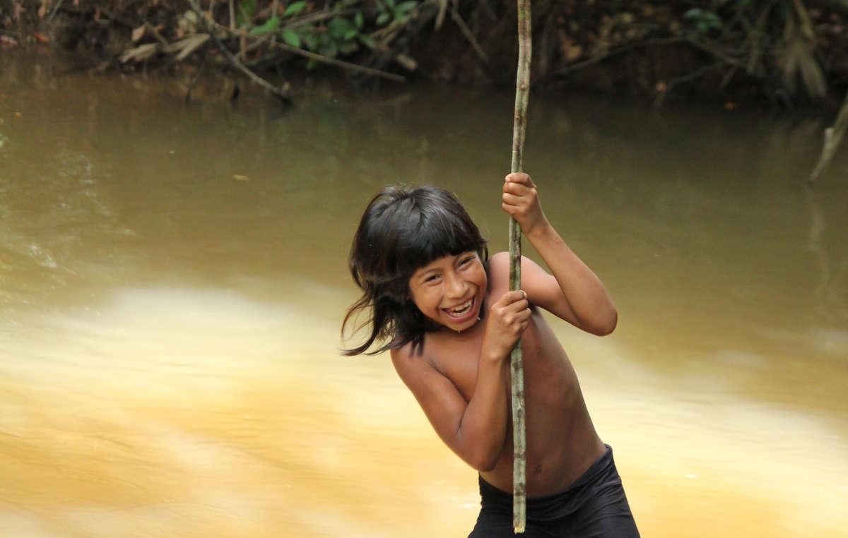 Pequeña Mariposa y su pueblo, los awás, son la tribu más amenazada de la Tierra.