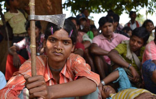 I Dongria si sono riuniti per protestare contro l'apertura della miniera a cielo aperto di Vedanta sulle colline di Niyamgiri.
