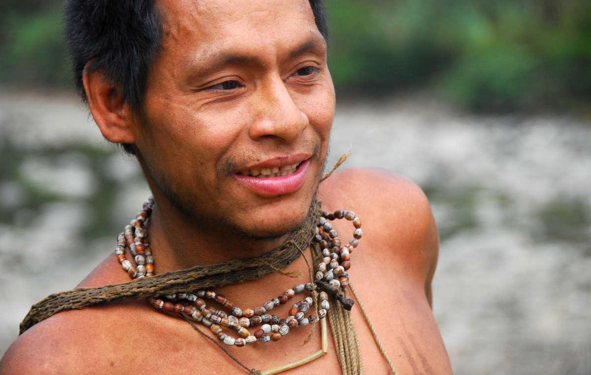 Un Indien nanti. Sa tribu est menacée par l'extension des concessions gazières dans des zones protégées.